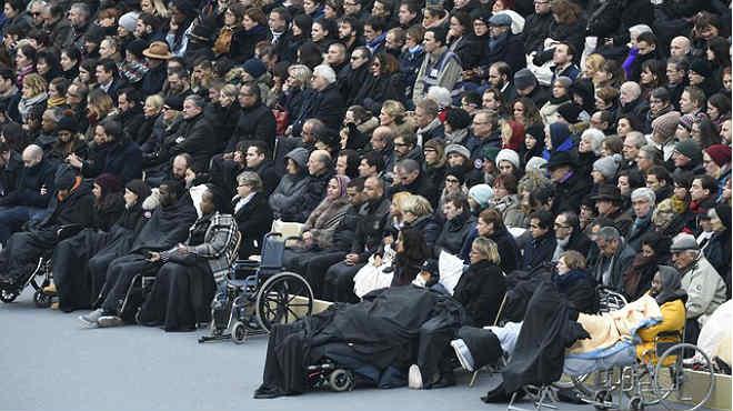En un acto solemne celebrado en el Patio de los Inválidos.