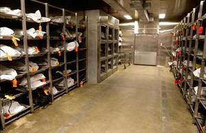 En la morgue del condado de Pima (Arizona) se almacenan los cadáveres a la espera de que los cuerpos sean identificados.