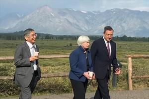 Haruhiko Kuroda (izquierda), Janet Yellen y Mario Draghi, ayer, en Jackson Hole (Wyoming, EEUU).