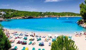 Ingrés forçós per a un home que va viatjar de BCN a Eivissa després de donar positiu en la Covid