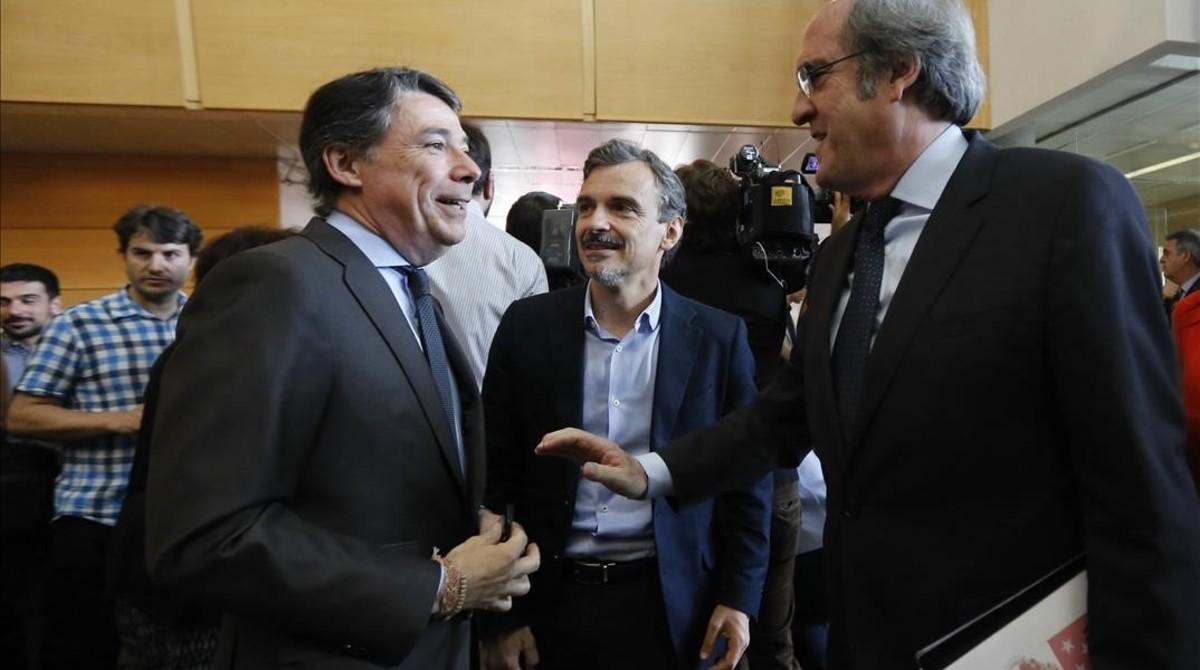 Ignacio González (PP), Ángel Gabilondo PSOE) y José Manuel López (Podemos), en la Asamblea de Madrid, en 2015.