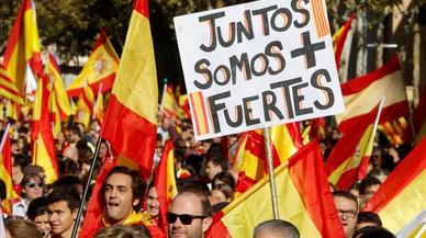 """Una pancarta con el lema """"Juntos somos más fuertes"""""""