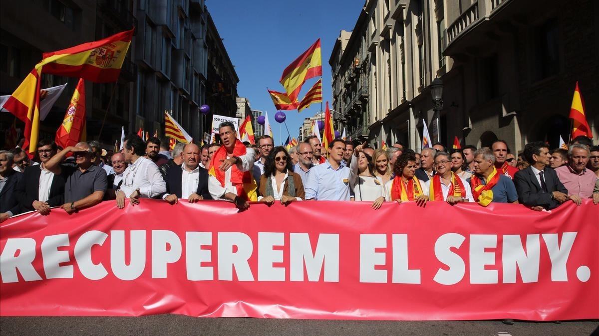 La marcha de los no Independentistas encabezada por políticos del PP, Ciutadan's y el PSC