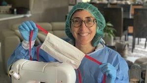Paz Padilla confecciona 100 mascarillas en su casa para contribuir en la lucha contra el coronavirus