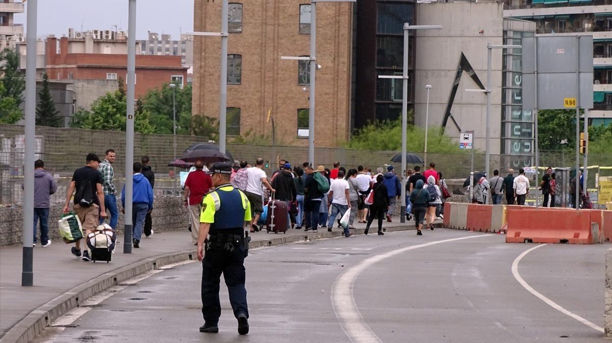 La Guardia Urbana impide que se instale el mercadillo irregular de Glòries