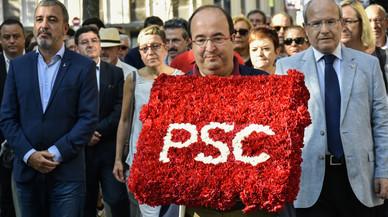 Jaume Collboni, Miquel Iceta y José Montilla encabezan la ofrenda floral del PSC ante el monumento a Rafael Casanova.