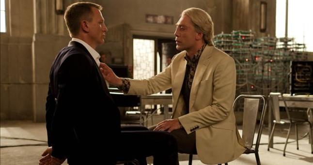 Javier Bardem (derecha), junto a Daniel Craig, en una escena de 'Skyfall'.