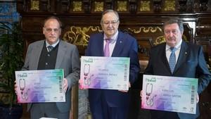 Javier Tebas, presidente de La Liga;Eduardo Herrera, presidente de la Federación Andaluza, y Juan Luis Larrea, presidente de la RFEF, en Sevilla.