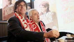 Puigdemont segueix el partit del Girona des d'un bar de Brussel·les