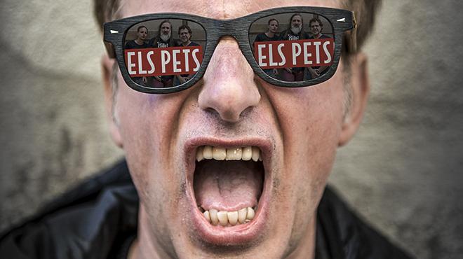 Lluis Gavaldà en los escenarios de las canciones de Els Pets