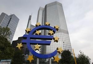 El logotipo del euro ante la sede del BCE en Fráncfort
