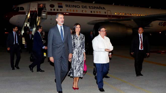 Los Reyes llegan a Cuba en un viaje de Estado.