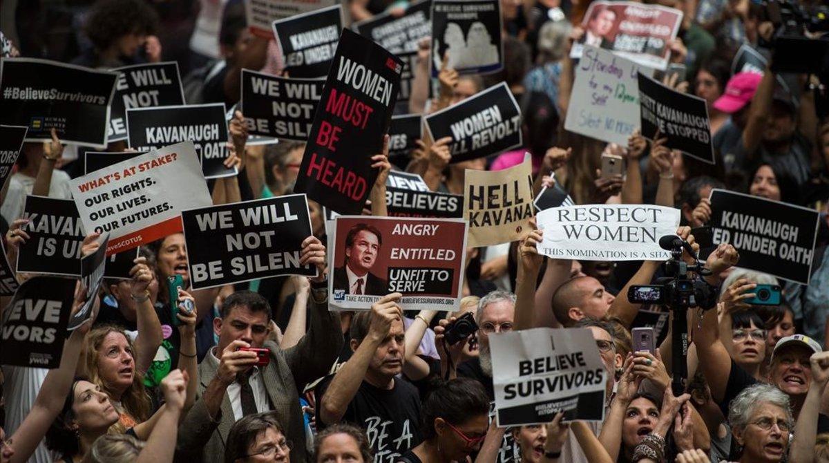 Manifestantes protestan contra Kavanaugh ante el Senado de EEUU.