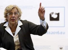 La alcaldesa de Madrid Manuela Carmena durante su intervención un encuentro de regidores municipales por la paz.