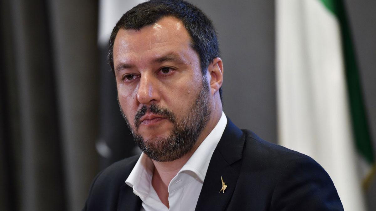 Matteo Salvini dice que quiere que los inmigrantes lleguen a Italia en avión, a poder ser en primera clase.