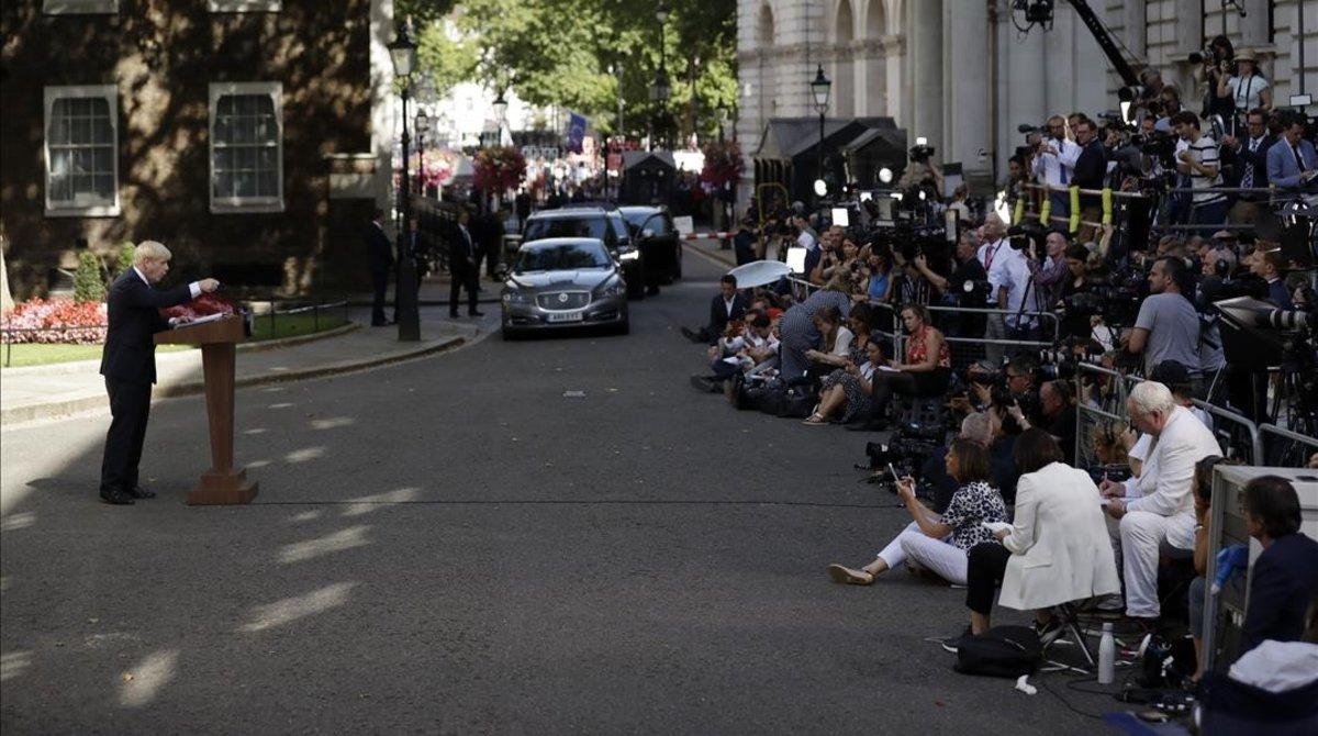 Máxima expectacion en Downing Street ante el discurso de Boris Johnson.