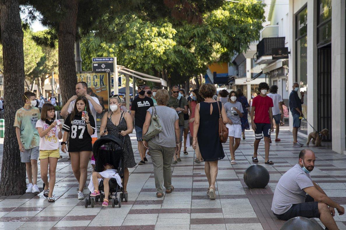 Imagen de archivo de gente paseando