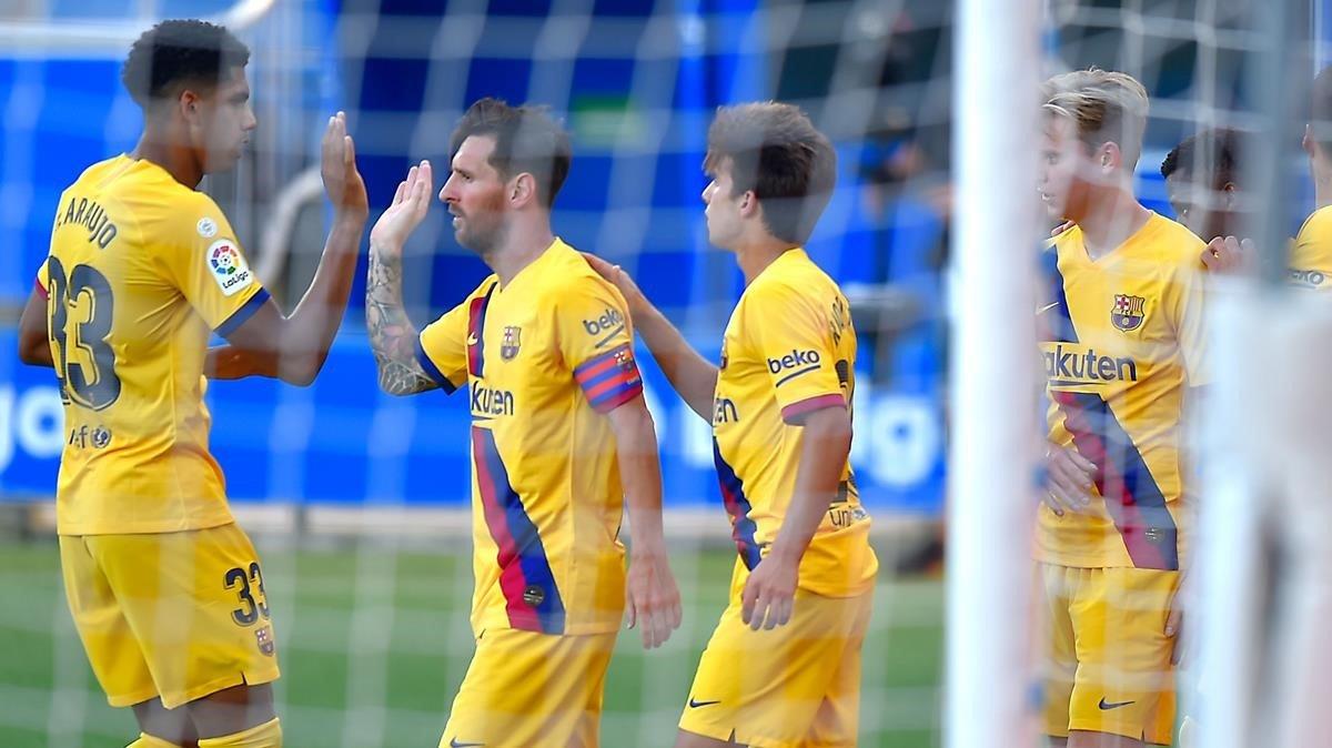 Messi celebra su segundo gol frente al Alavés en la última jornada