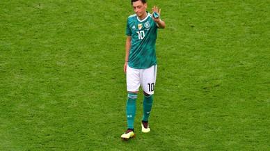 Özil deja la selección de Alemania acusando a la federación de racismo