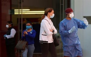Personas con mascarillas por el coronavirus en México.