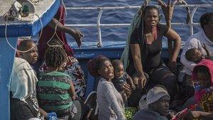 Migrantes rescatados en el Mediterráneo el pasado 30 de junio.