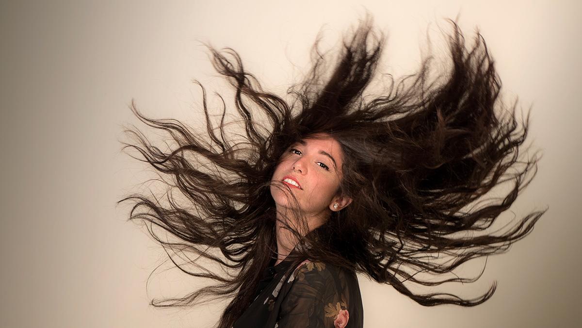 La cantant i compositora madrilenya Bely Basarte interpreta No te quiero verllorar.