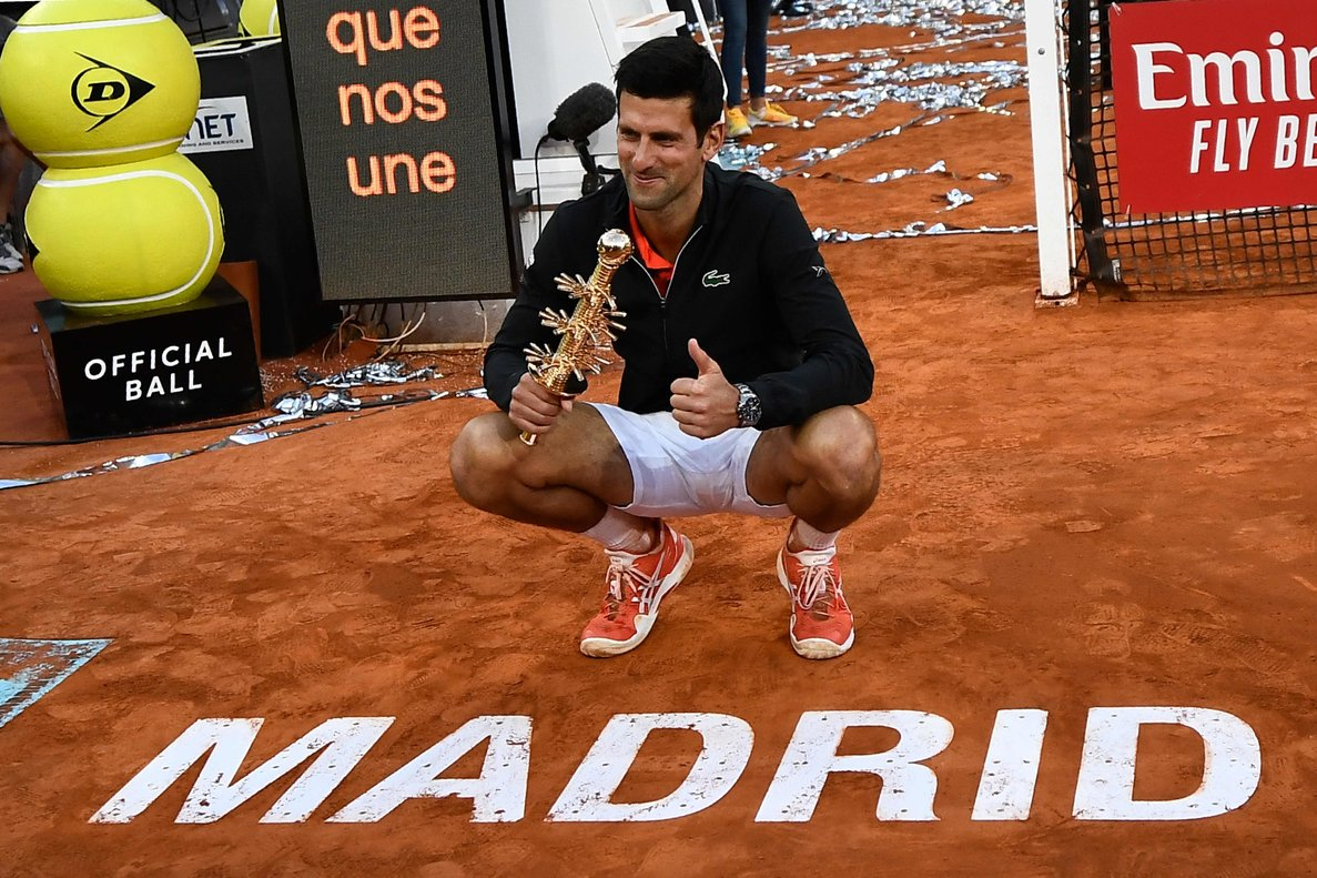 Djokovic, con el trofeo conseguido.