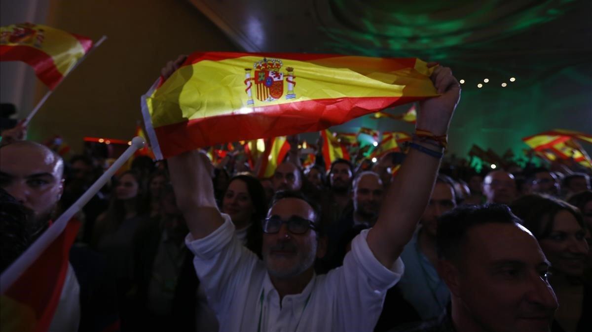 Simpatizantes de Vox celebran el resultado de las elecciones andaluzas
