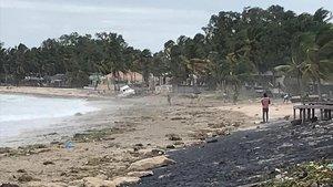 Imagen de este jueves de la costa de Mozambique con fuertes vientos antes de la entrada a tierra del ciclón.