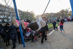 Nuevo parque infantil situado en la confluencia de las calles Girona y Joaquim Auger.