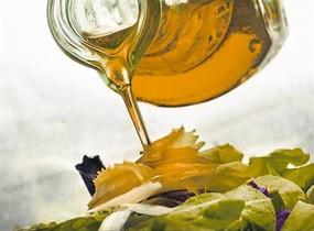 Oli doliva verge utilitzat per amanir enciam.