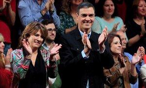 Pedro Sánchez y Dolores Delgado, en elacto electoral de este sábado en Madrid.