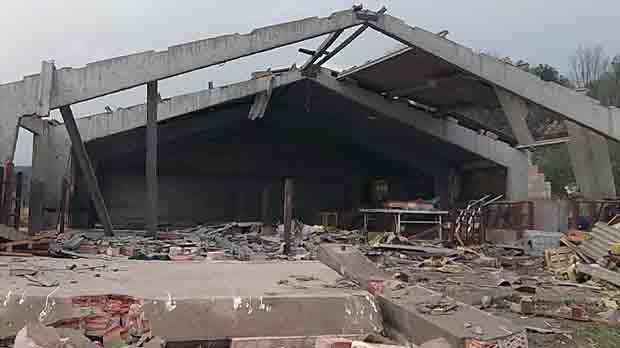 Un pequeño tornado provoca destrozos en los municipios de Cistella y Terrades.