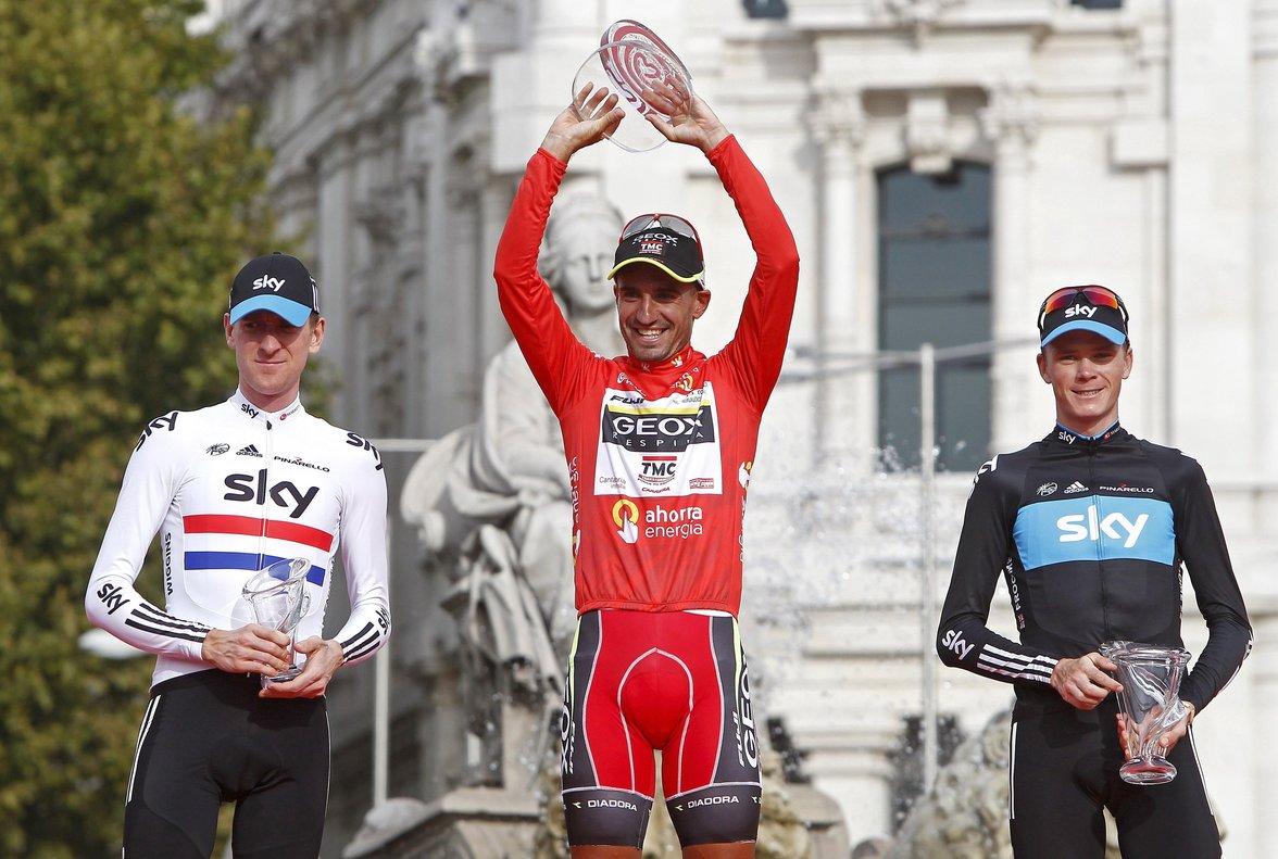 Juanjo Cobo, en el podio de Madrid, junto a Chris Froome y Bradley Wiggins.