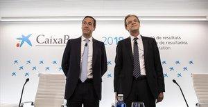 El presidente de CaixaBank, Jordi Gual, y el consejero delegado, Gonzalo Gortázar, en la presentación de los resultados de 2018