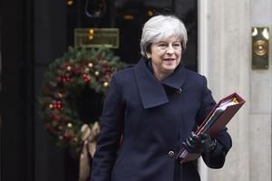La primera ministra británica, Theresa May, abandonando la residencia gubernamental de Downting Street.