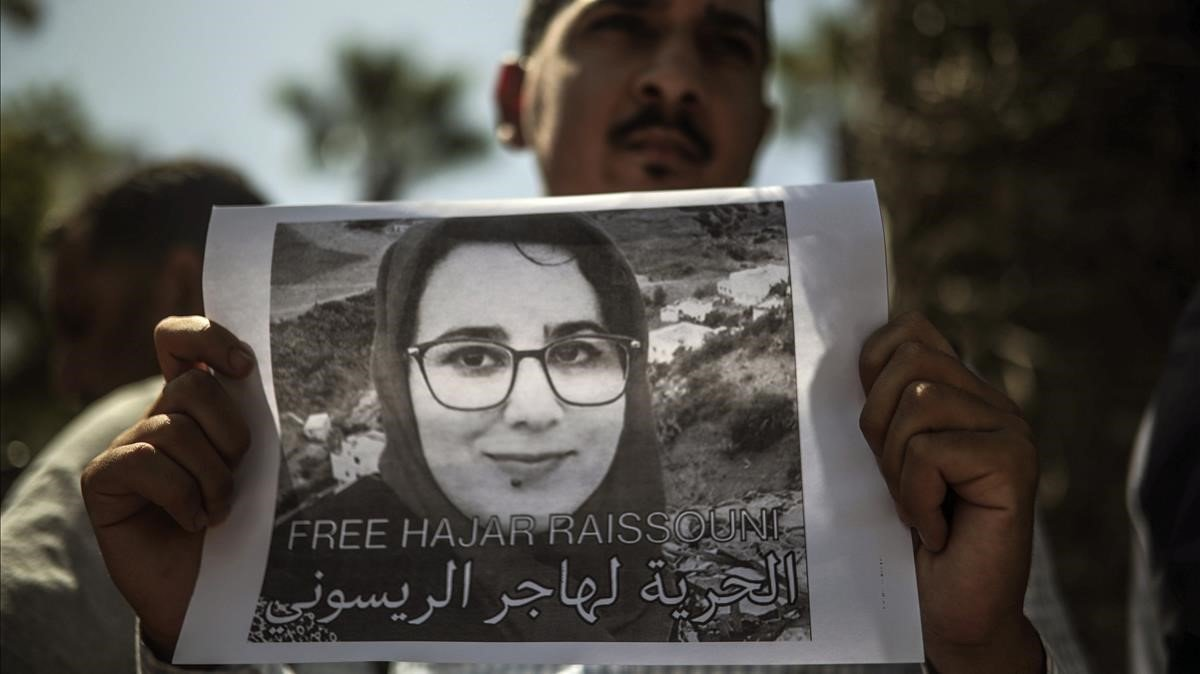 Protesta en favor de la periodista marroquí Hajar Raissouni.