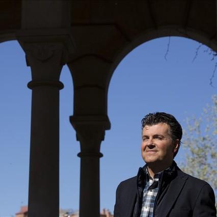 Ramon Gener, director y presentador de This is opera (La 2), en el parque de la Ciutadella de Barcelona.