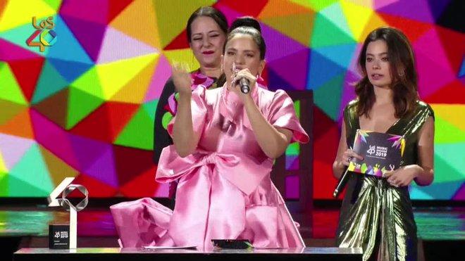 A pesar de que Rosalía se ha consagrado como la triunfadora de la noche en la gala Los40 Music Awards, su actuación final -la más esperada por el público- no ha dejado tan contentos a los asistentes como sí lo ha hecho en ocasiones anteriores.