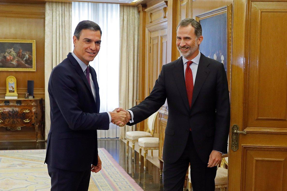 El rey Felipe VI saluda a Pedro Sánchez el pasado 6 de junio, durante la primera ronda de consultas.