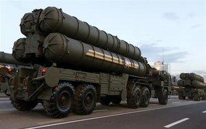 El Ejército de Rusia transporta misiles S-400.
