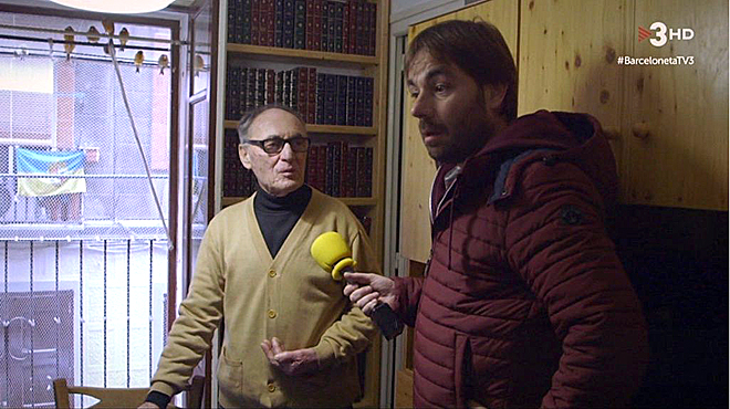 Josep enseña su quart de casa al foraster Quim Masferrer (TV-3).