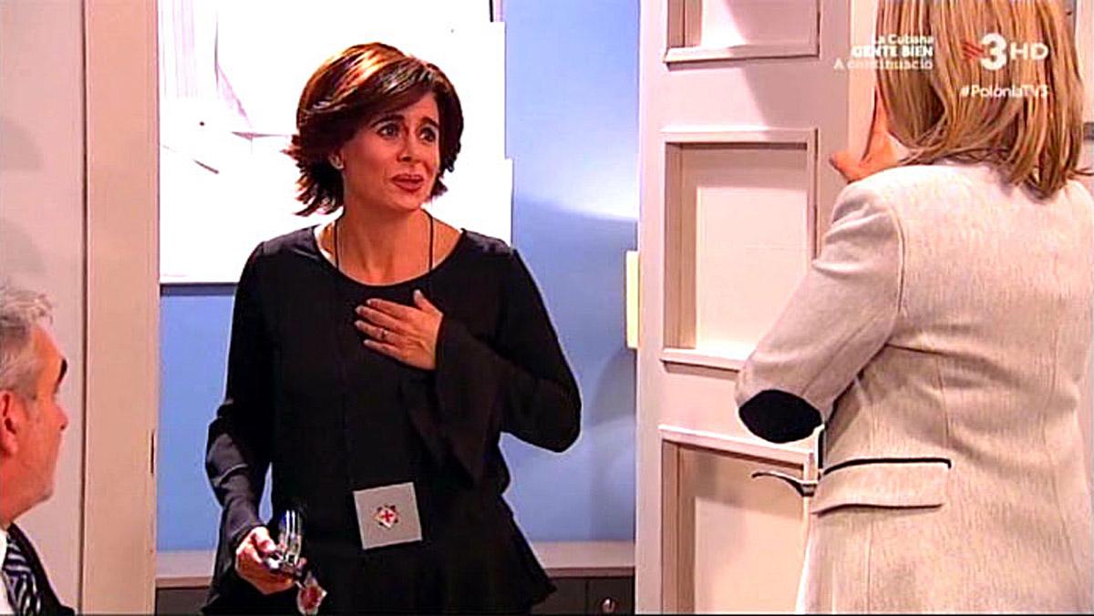 Soraya (Agnès Busquets) con la Creu de Sant Jordi, en Polònia (TV-3).