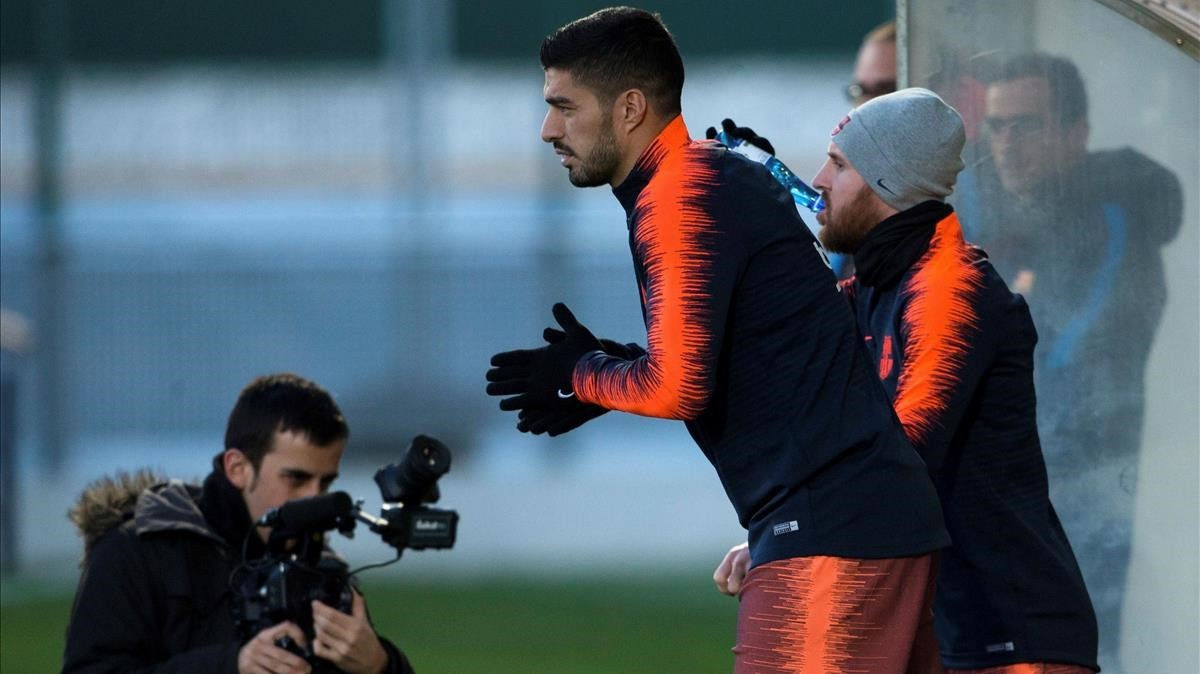 Suárez y Messi, en los preparativos del partido.