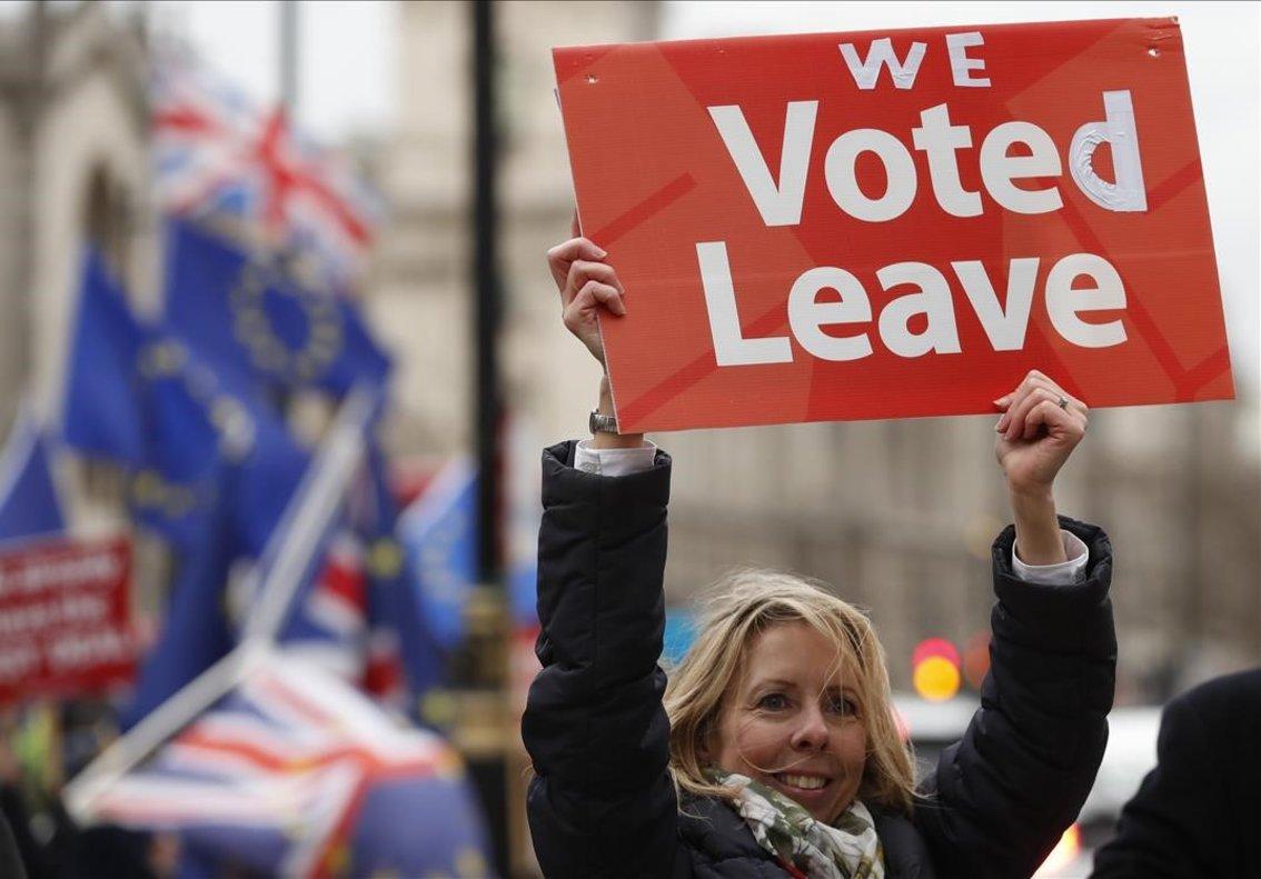 Una partidaria del brexit, durante una manifestación ante el Parlamento británico, en Londres.