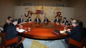 El ministro del Interior, Alfredo Pérez Rubalcaba, y su homólogo catalán, Joan saura, en la última reunión de la Junta de Seguridad de Catalunya, que se celebró el 3 de marzo del 2009.