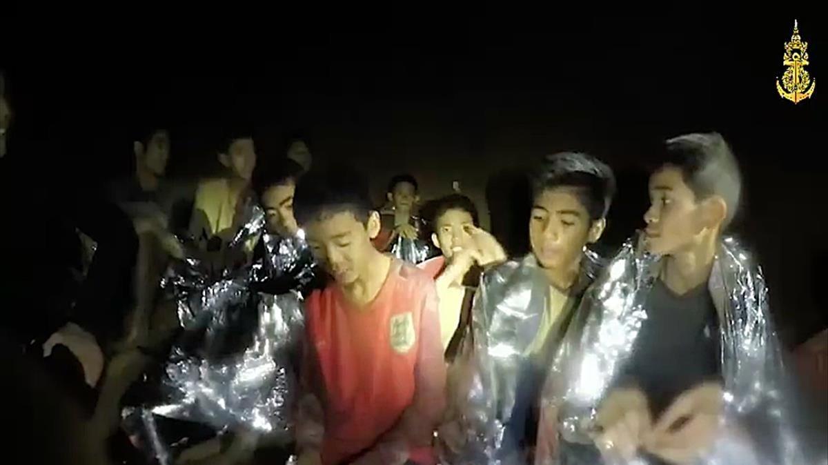Varios de los niños, tras el rescate.