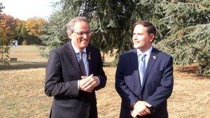 El president Quim Torra, junto al delegado del Govern en Suiza, Manuel Manonelles, en Ginebra.
