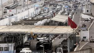 La falta d'agents obliga a barrar el pas de mercaderies a la frontera de Ceuta