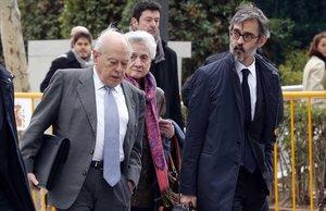 Jordi Pujol y su esposaa, Marta Ferrusola, en compañía de su abogado defensor, Cristobal Martell, tras declarar el 10 de febrero del 2016 en la Audiencia Nacional.
